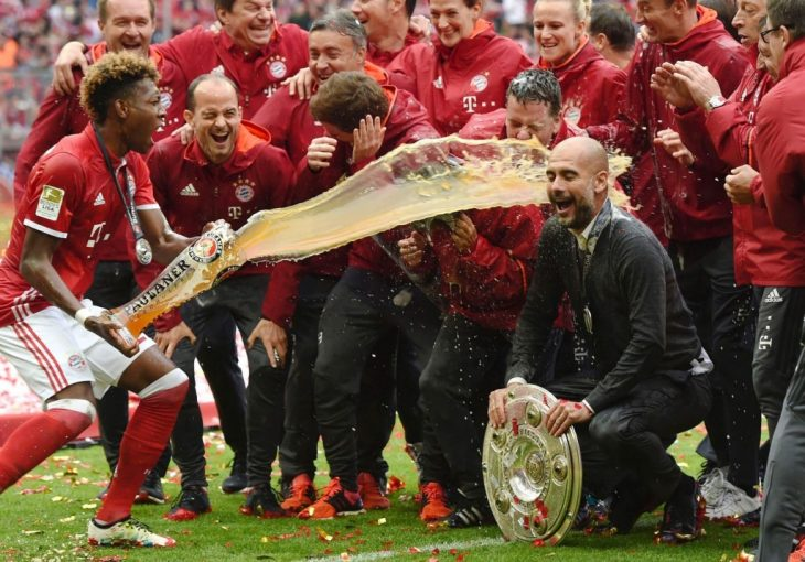 Bayern Munich lifts Bundesliga trophy