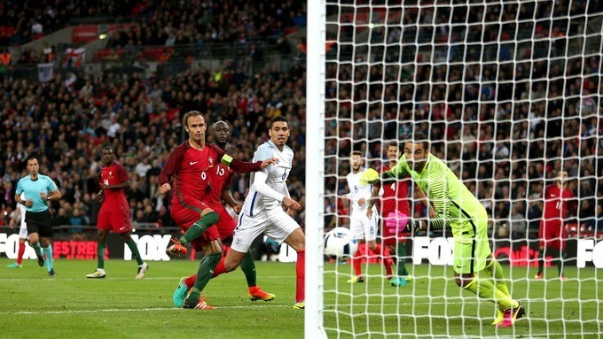 England leaves it late to defeat 10-men Portugal